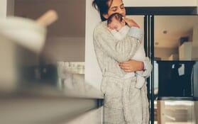 Cum faci să te și odihnești când ai un copil mic